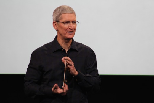 Tim Cook met de iPad AIr 2