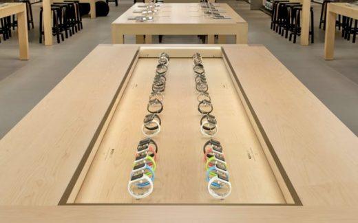 Zo komen de tafels met de Apple Watch er uit te zien in de winkel