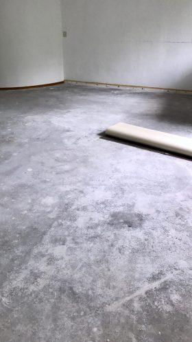 De laatste vloer aan het verwijderen…