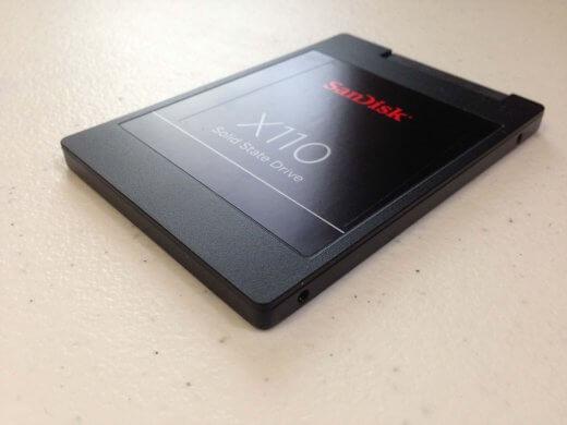 Een SSD: schijf zonder bewegende delen. Veel sneller, maar ook duurder.