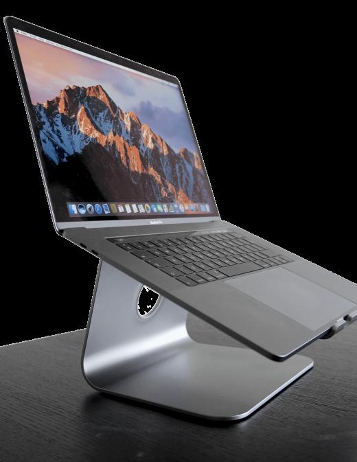 Deze laptop-stand schaalt prima voor verschillende modellen